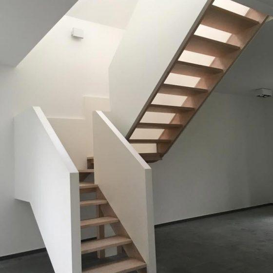 escalier en bois avec palier