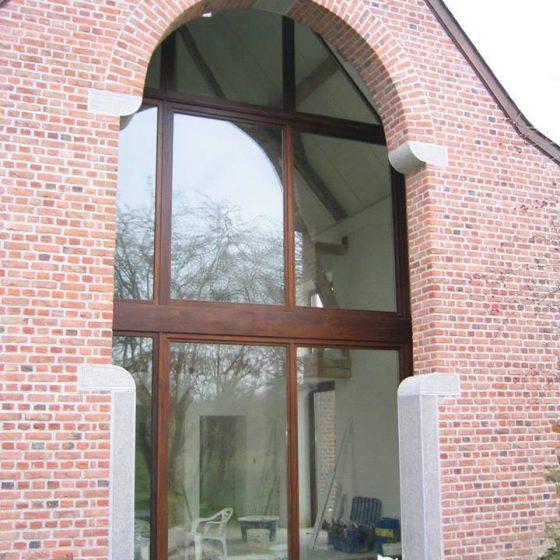 côté maison avec une baie vitrée